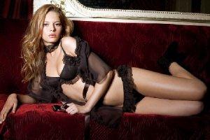 Для чего женщины покупают эротическое бельё и зачем мужчины им дарят такие комплекты?