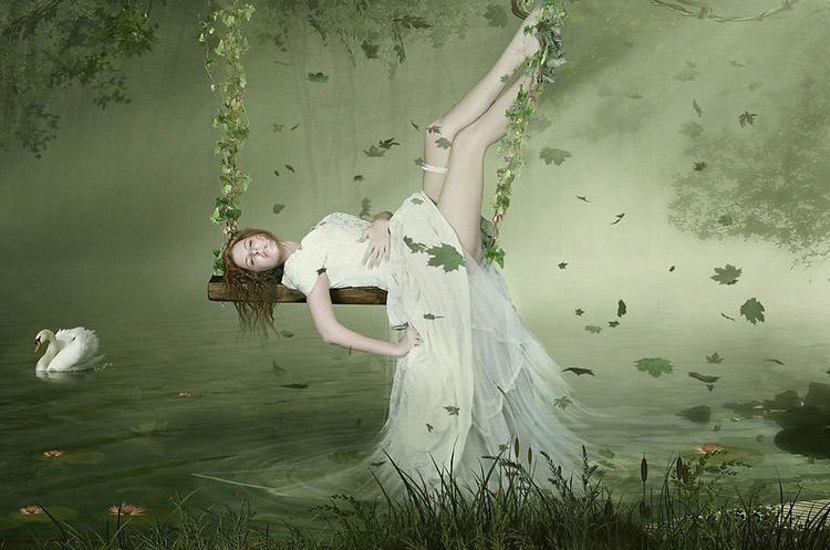 Описание картинки: Качеля над водой.